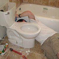 Установка напольного унитаза на плитку в ванной