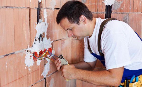 Устройство проводки в кирпичной стене